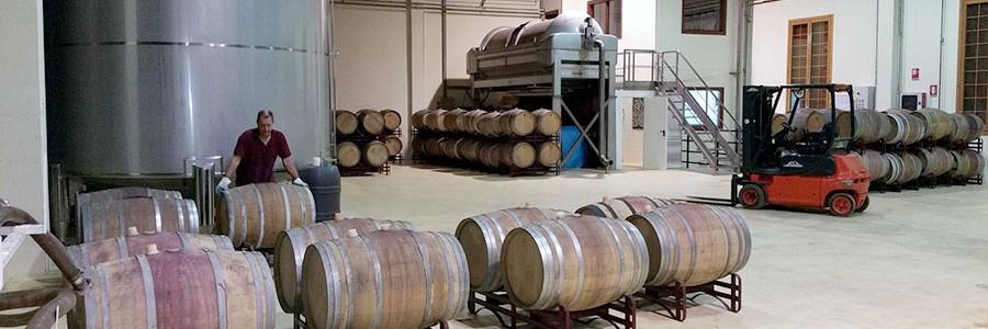 Desarrollan una tecnología para valorizar los residuos del vino en la propia bodega