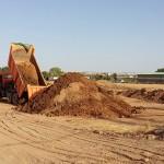 Denuncian el vertido de tierras contaminadas por el incendio de Chiloeches en parcelas agrícolas