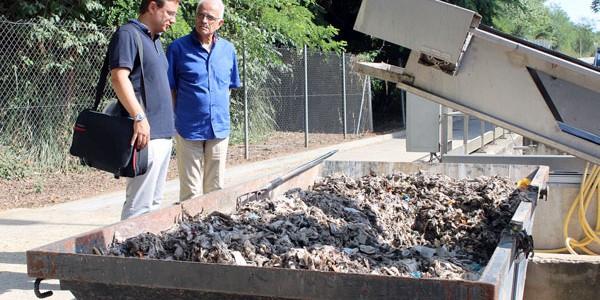 Retiran más de siete toneladas de toallitas húmedas cada mes de la depuradora de Girona