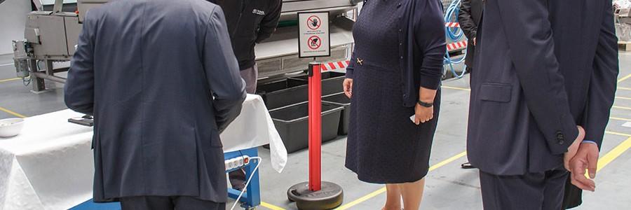 TOMRA Sorting Solutions se luce ante la primera ministra noruega