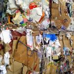 Cada español reciclará dos kilos de papel y cartón en Navidad