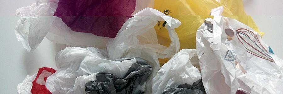 """Cobrar por las bolsas de plástico es """"insuficiente"""", según Ecologistas en Acción"""