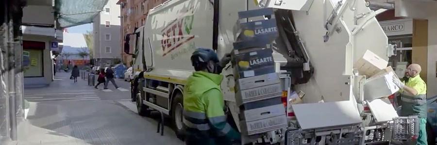 La recogida puerta a puerta de residuos se extiende entre los comercios de Getxo (Bizkaia)