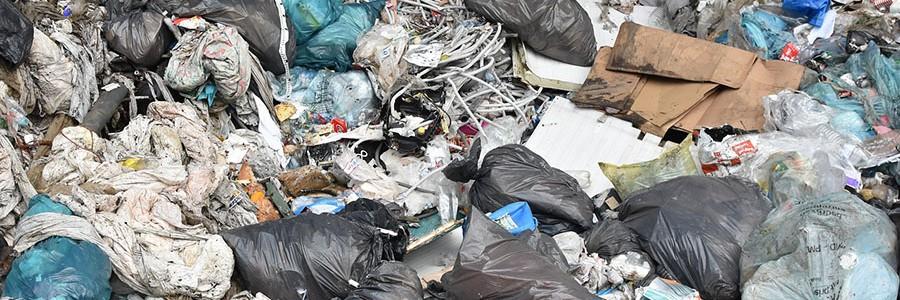 Bruselas reclama a España un impuesto nacional sobre el vertido de residuos
