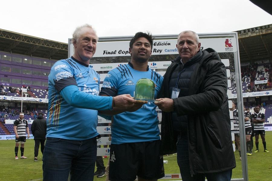 trofeo de vidrio reciclado en la Copa del Rey de Rugby