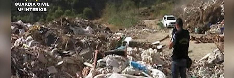 Detenidas 12 personas por el vertido ilegal de residuos en Andalucía