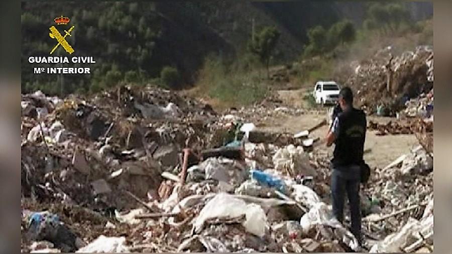Detenidas doce personas por el vertido ilegal de RCD y residuos peligrosos