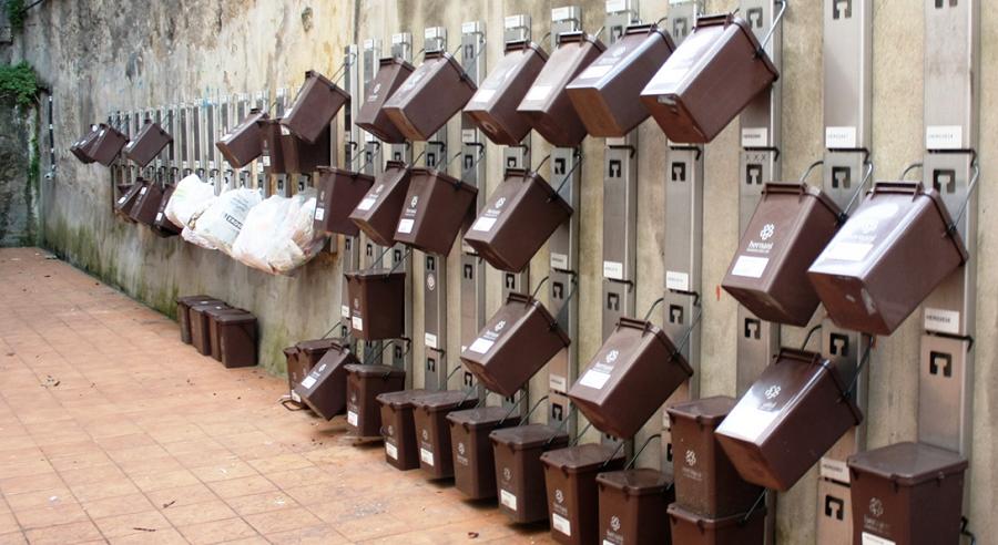 Cubos de recogida puerta a puerta de residuos