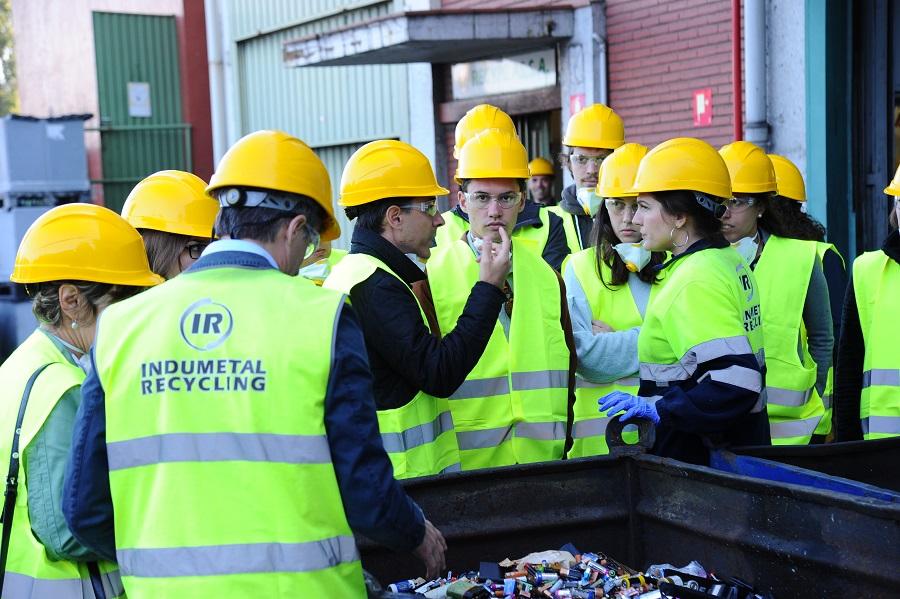 Estudiantes de doctorado visitan Indumetal Recycling