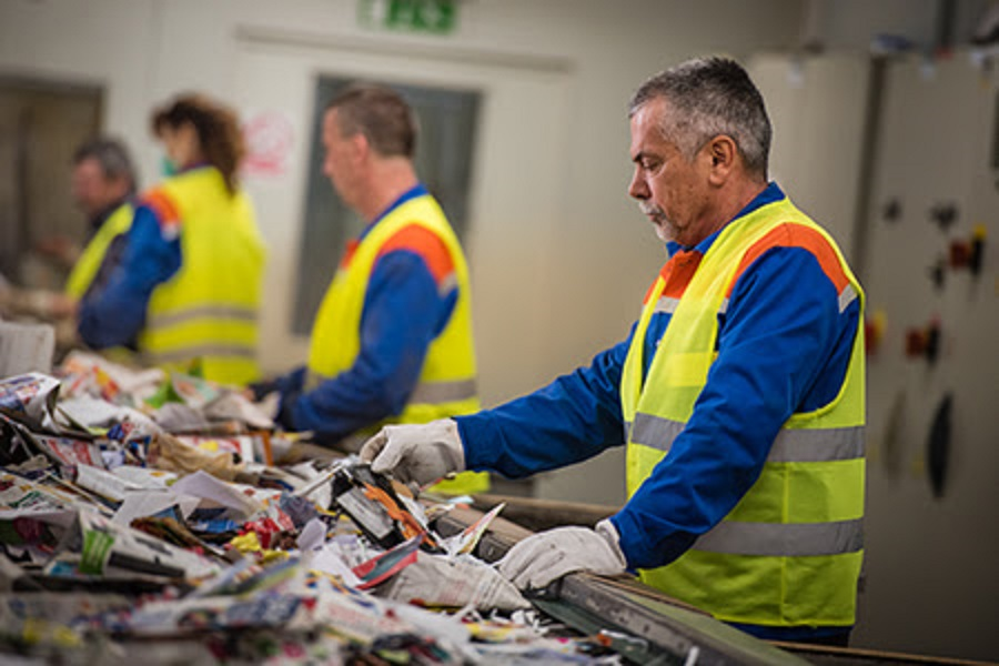 El reciclaje de papel y cartón creará un 4% más de empleos en 2018