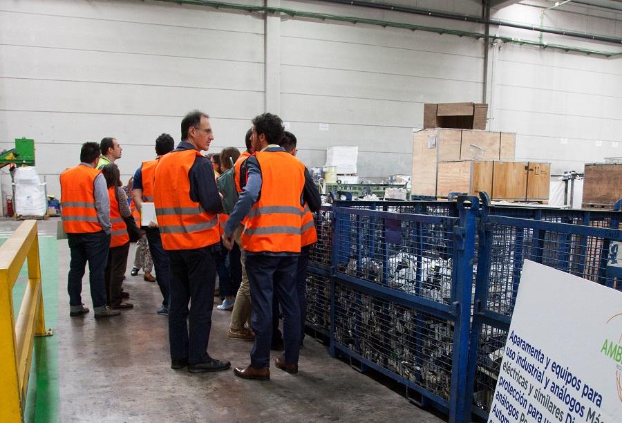 Los productores de aparatos eléctricos visitaron una planta de reciclaje de RAEE