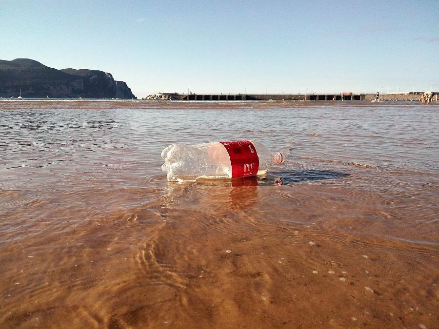Alertan de la gran cantidad de residuos plásticos que llegan a las playas de Europa