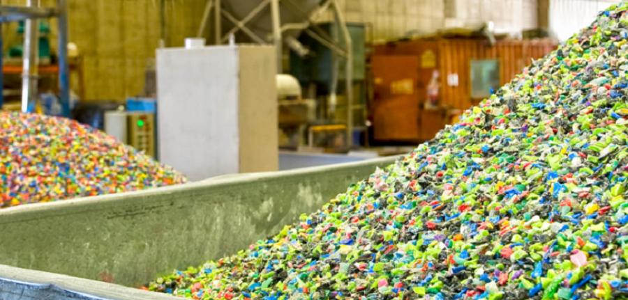 Una encuesta analiza el uso de plásticos reciclados en la industria transformadora
