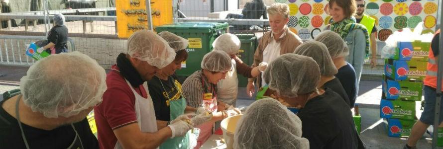 La iniciativa #ZgzNoTiraComida repartió 5.000 raciones contra el desperdicio de alimentos
