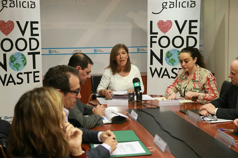 La conselleira de Medio Ambiente firmó un acuerdo sobre desperdicio alimentario con representantes del sector hostelero gallego