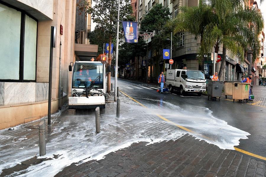 Santa Cruz de Tenerife desplegún un dispositivo especial de limpieza durante el Carnaval