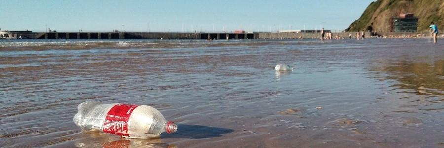 Un estudio afirma que el SDDR reduce un 40% la presencia de envases abandonados en los litorales