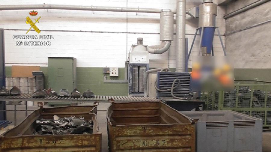 La Guardia Civil investiga una empresa vizcaína por la gestión irregular de residuos peligrosos