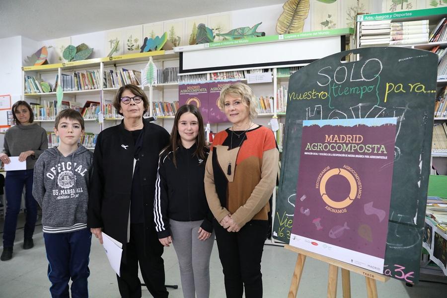 Inés Sabanés visitó un centro educativo participante enel proyecto Madrid Agrocomposta