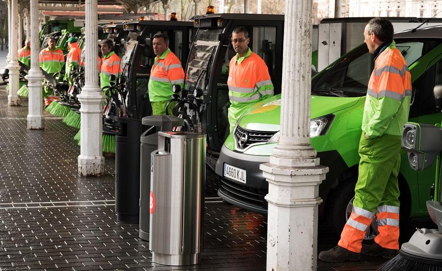 Bilbao renueva los vehículos de limpieza y las papeleras