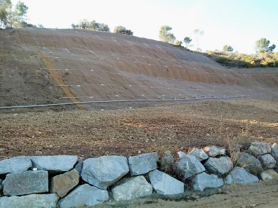 Reparación de un muro de escollera con residuos orgánicos
