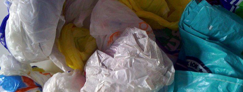 Reciclan bolsas de plástico usadas como componentes de baterías