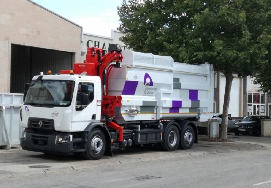 Camión de recogida de residuos en la provincia de Soria