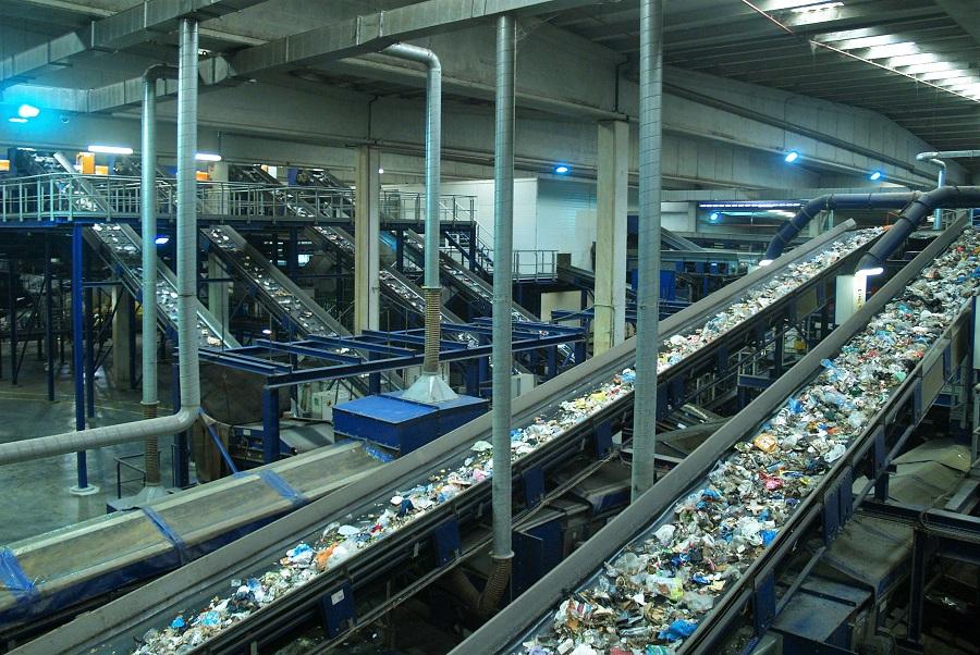 El negocio de la gestión y tratamiento de residuos urbanos crece casi un 5%