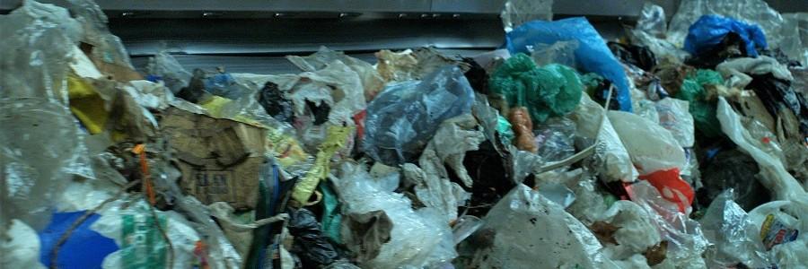 Los residuos plásticos en España: aprobado en reciclaje, suspenso en vertederos