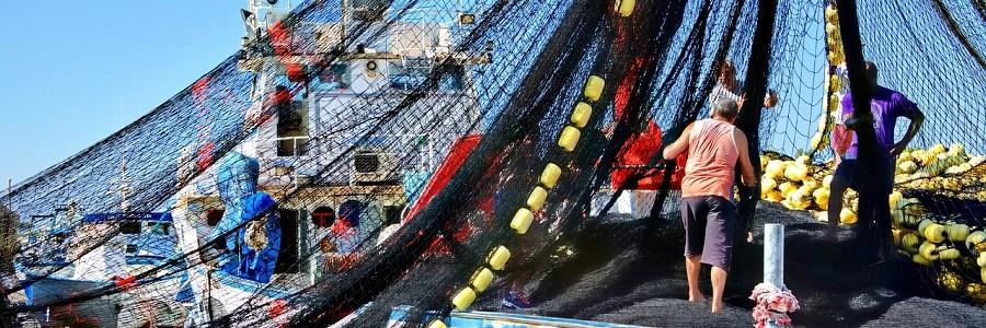 Pescadores comprometidos con la recogida de basuras marinas