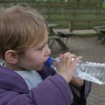 Los productores de agua envasada consideran discriminatoria la futura ley de residuos de Navarra