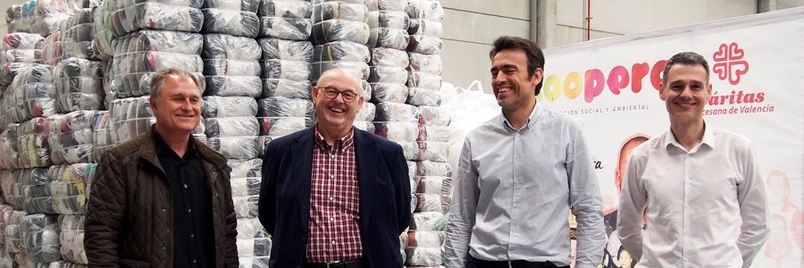 Koopera y Arropa gestionarán los residuos textiles de 61 municipios valencianos