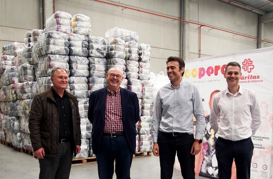 Convenio entre Koopera, Arropa y el CVI para la recogida y gestión de ropa usada
