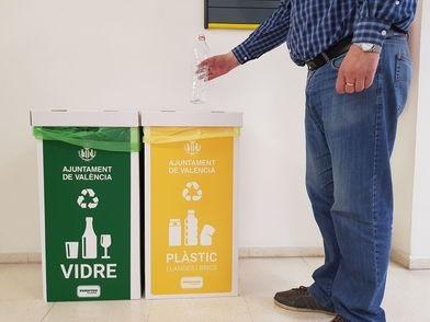 Papeleras de reciclaje en los edificios municipales de Valencia