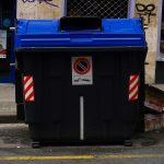 La Policía Local de Vitoria tramita 30 denuncias en un mes por depositar residuos fuera de los contenedores