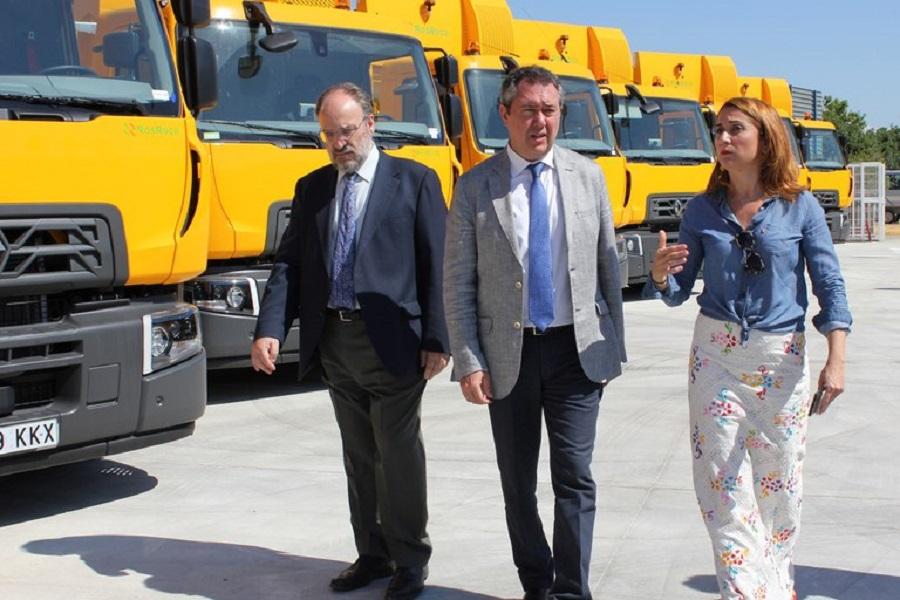 Sevilla renueva su flota de vehículos de aseo urbano