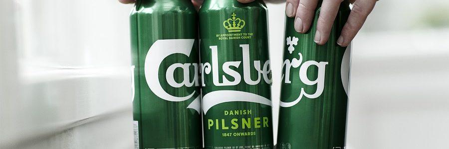 Carlsberg elimina las anillas de plástico de sus latas de cerveza para reducir los residuos