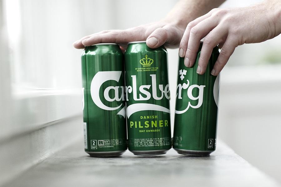 Carlsberg sustituye las anillas de plástico por pegamento