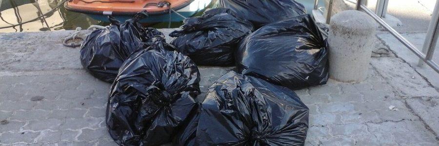 Casi la mitad de los residuos recogidos este verano en las costas baleares fueron plásticos
