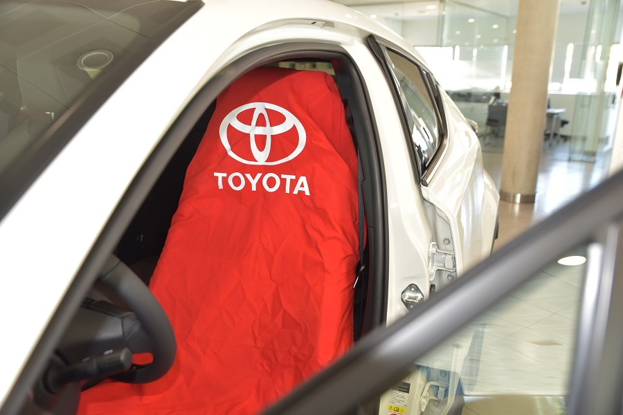 Fundas de tela reutilizables para los asientos de los vehículos en talleres de Toyota