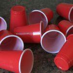 La industria transformadora reclama más tiempo para debatir la prohibición de los plásticos de un solo uso