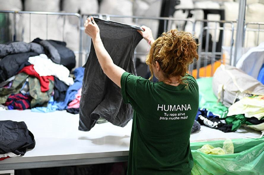 Humana recupera prendas de vestir para su reutilización y reciclaje
