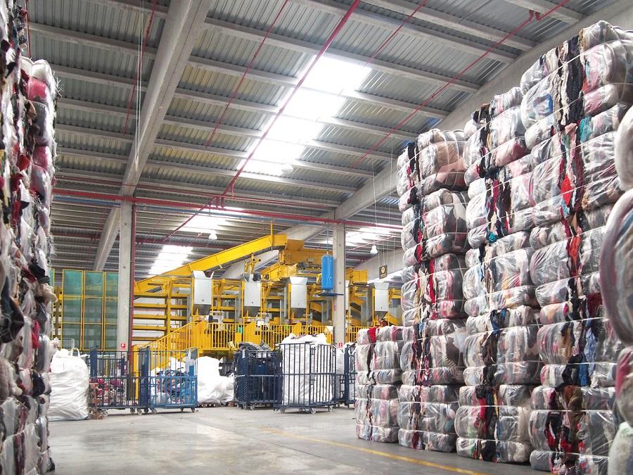 Koopera recupera el residuo textil como paneles aislantes de construcción