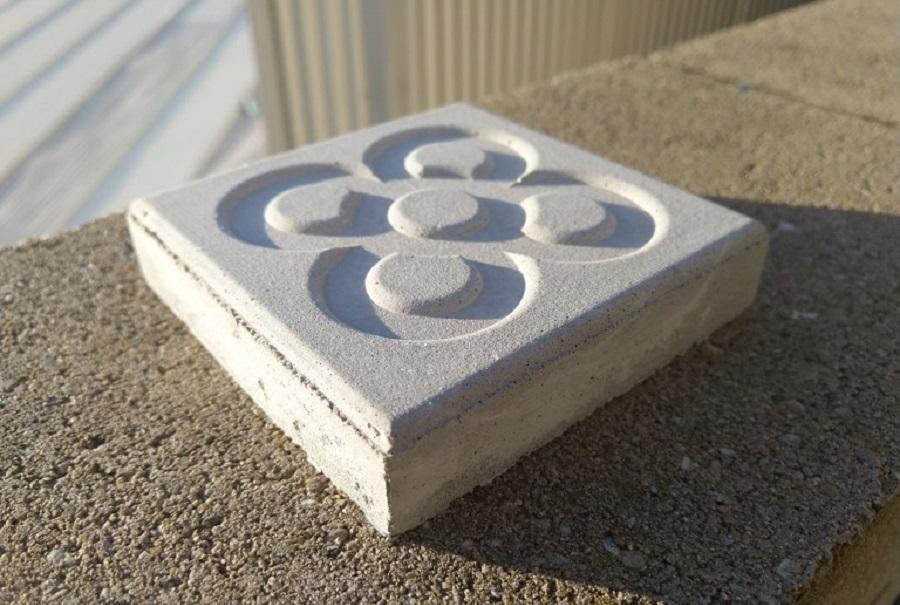 Baldosa de hormigón fabricado con residuos de impresión 3D