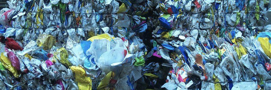 Mobiliario urbano innovador y sostenible a partir de residuos plásticos