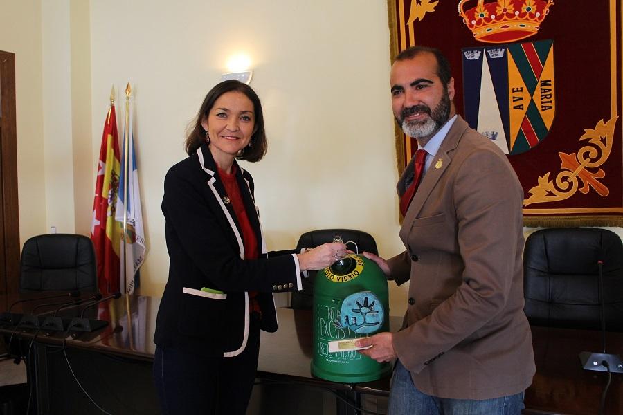 La ministra Reyes Maroto respalda el reciclaje de vidrio
