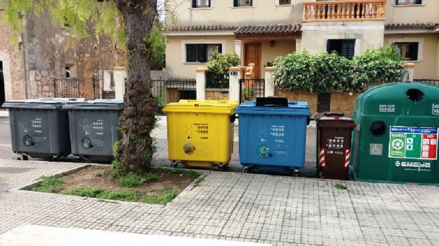 Contenedores de recogida selectiva de residuos en Palma