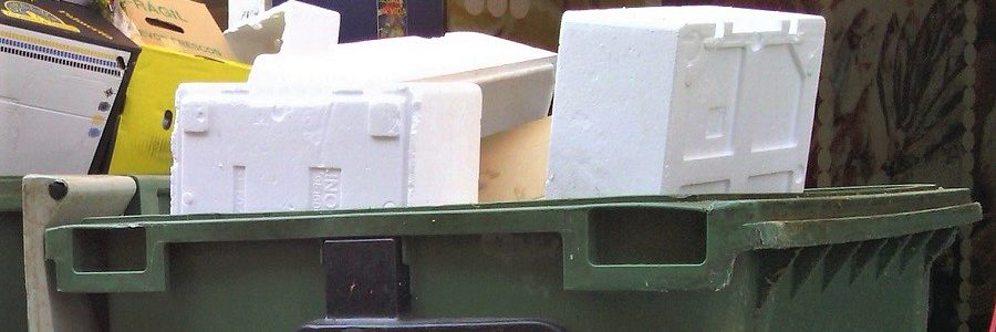 El proyecto Recypack convierte residuos plásticos en mobiliario urbano