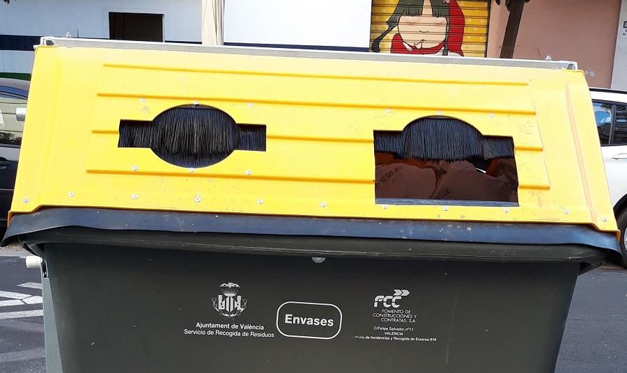 Los contenedores de envases de Valencia disponen de bocas más grandes