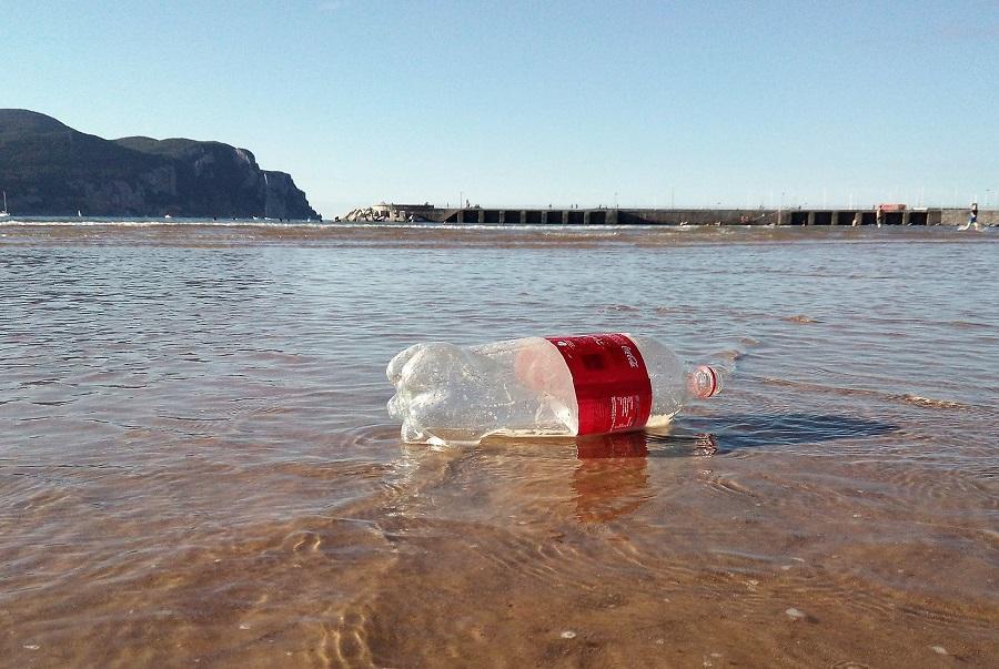 Informe y Campaña de Greenpeace contra los residuos de envases plásticos